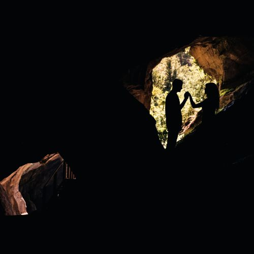 Groom makes his wedding proposal in the Venetian caves