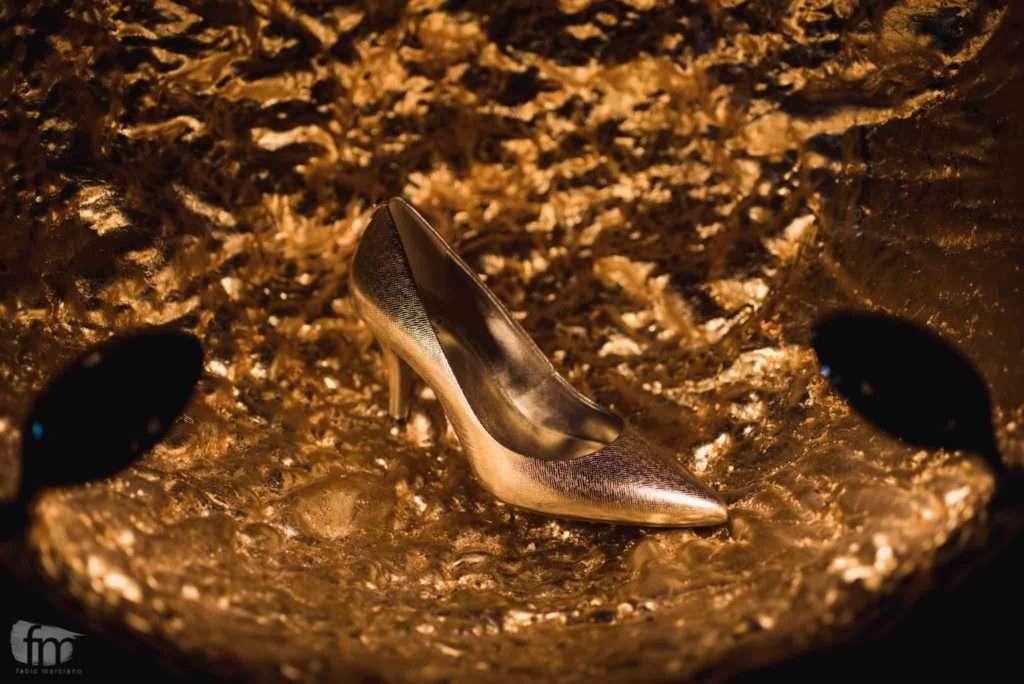 dettaglio di una scarpa da sposa