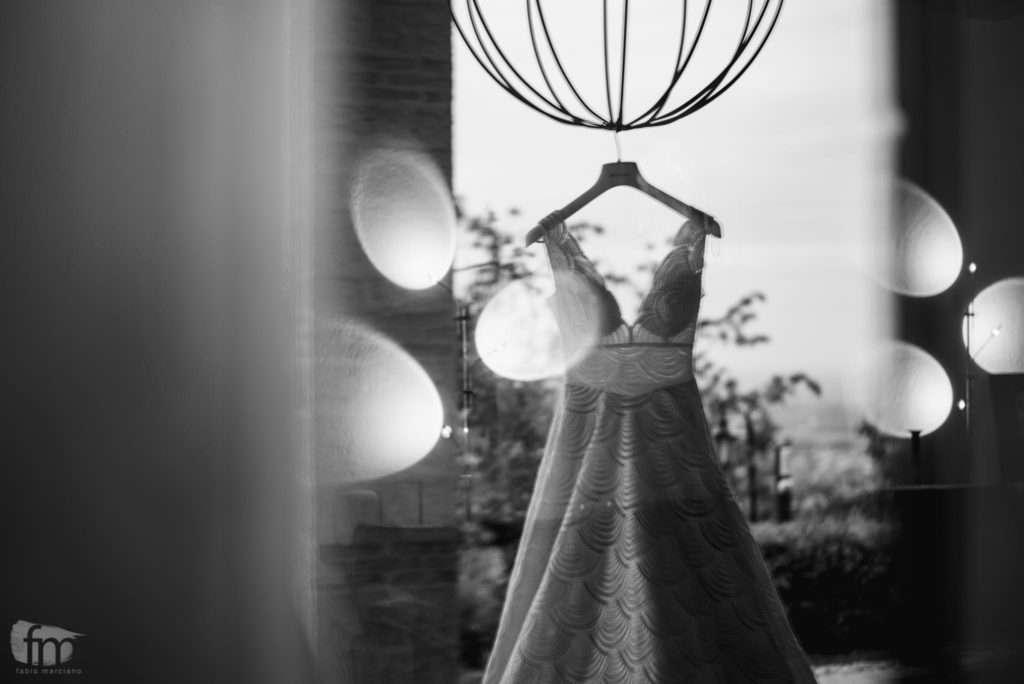 vestito da sposa appeso