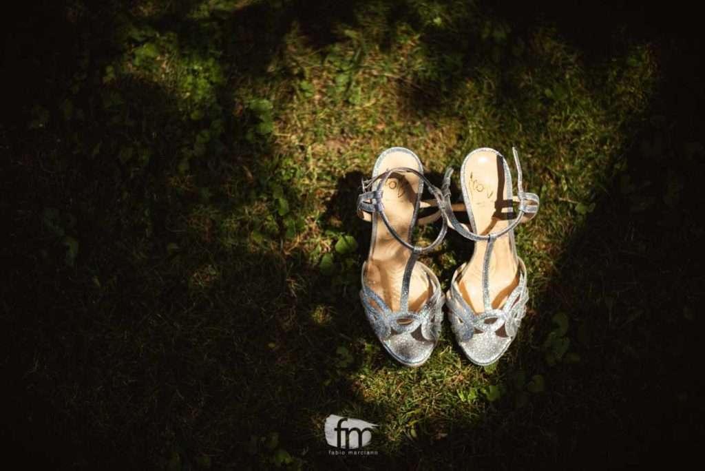 dettaglio di scarpe da sposa