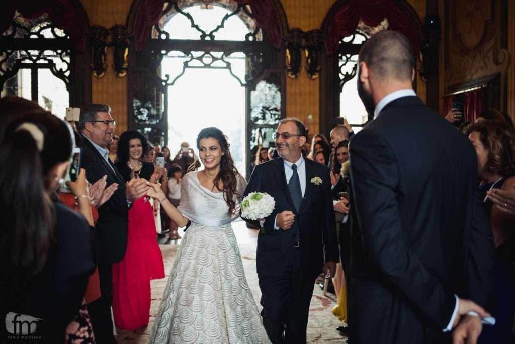 sposa felice durante il rito civile a villa corner della regina